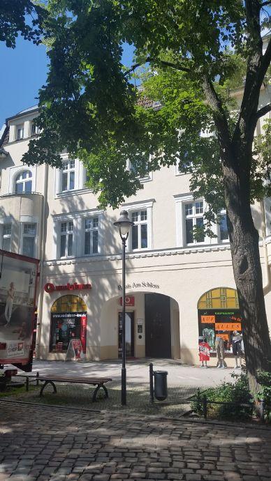 Altbauflair mit Balkonerker und Stuckdecken in City