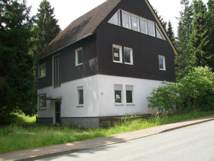 Sanierungsbedürftiges Dreifamilienhaus mit Garagen und Nebengebäuden in Wieda zu verkaufen