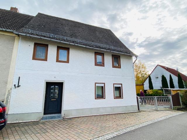 teilsanietes Fachwerkhaus in Osterfeld zu