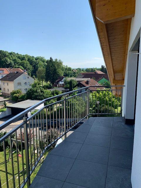 **Provisionsfrei: 5 Minuten nach Würzburg-Innenstadt / Top Autobahn Anbindung / Energieeffizienzhaus 40+ mit 12qm Balkon