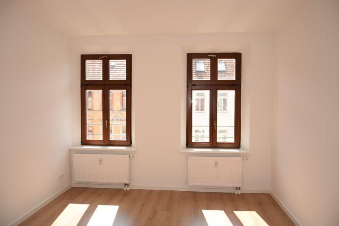 * Frisch renoviert ! 3 Raumwohnung bezugsfertig und auf Wunsch bis 15.12. EBK GRATIS*