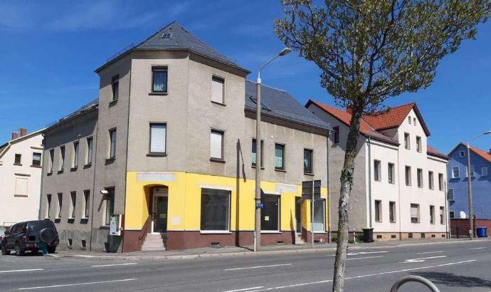 Wohnen und Arbeiten in einem Haus: 4 Whg. und 1 GWE - mit 2 Garagen im Nebengebäude