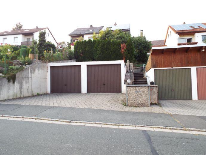 Viel Platz und Möglichkeiten! Doppelhaushälfte mit drei Garagen in Petzmannsberg