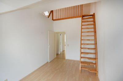 Zimmer mit Aufgang Spitzboden