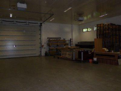Lagerhalle mit Rolltor