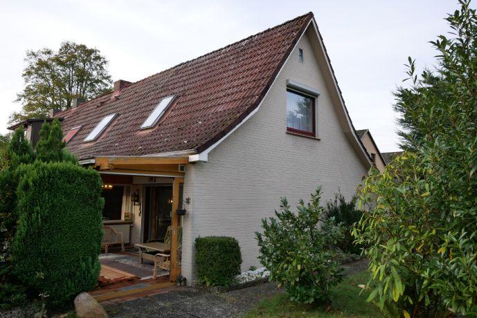 Einfamilienhaus (grenzt an das vordere Haus an) + Keller + einem schönen Grundstück in ruhiger Lage zu verkaufen