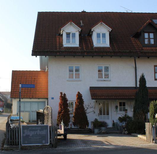 DOPPELHAUSHÄLFTE mit Garten und Garage in Nandlstadt mit viel Platz und Zimmern