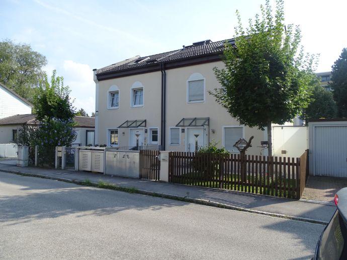 Moderne Doppelhaushälfte mit Garage (