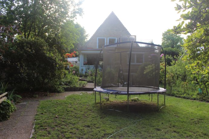 Bezauberndes 5,5 Zimmer EFH mit Balkon, Wintergarten und Garten in Norderstedt zu vermieten