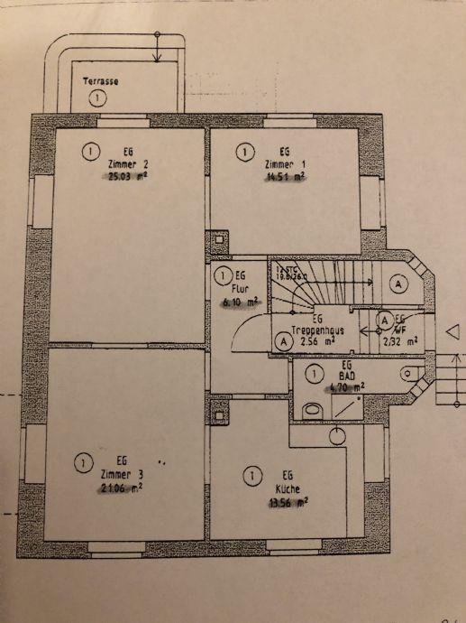 3,5 Zimmer-Wohnung mit Garten in Ellwangen Stadtmitte zu vermieten.     Hohe Räume, sonnig, großer Garten