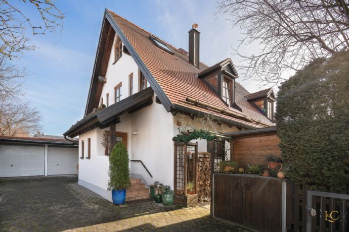 Äußerst charmantes Einfamilienhaus in ruhiger Lage mit idyllischem Garten - Gräfelfing