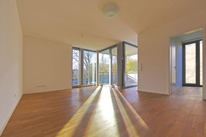 Tageslichthelle, stilvolle 2-Zimmer Stadtwohnung inkl. EBK, Wellness-Badezimmer & ggf. Carportplatz
