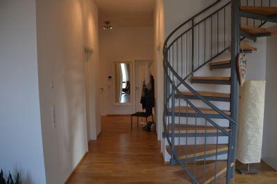 Gang mit Treppe zur Galerie