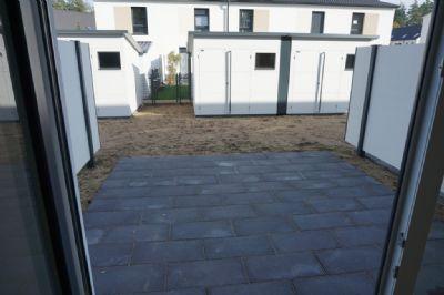 Terrasse mit Gartenanteil und Häuschen