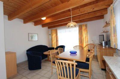 Wohnraum mit Küche und Essplatz