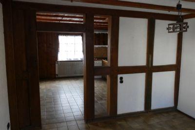 Wohn- und Essbereich mit Durchgang zur Küche