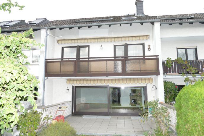 Schönes Haus in Bestlage von Eschborn, nah an Frankfurt, neu renoviert, mit
