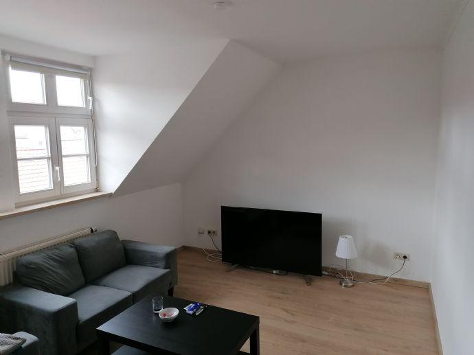 kleine 2 Raum DG WE mit Balkon und Küche zu vermieten