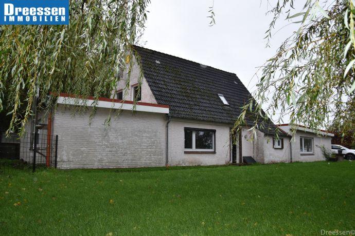 Süderdeich: Einfamilienhaus mit geräumigen Stallungen in ruhiger, ländlicher Lage