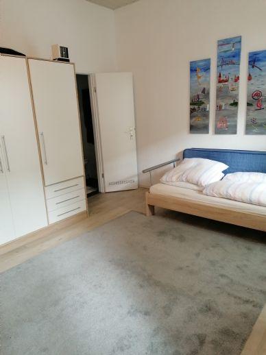 möbliertes Appartement/Balkon/neues Möbel/neues Bad