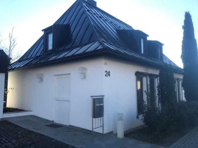 Wohnhaus-Villa mit Büro, Doppelgarage und großem Garten in Tiefenbronn-Mühlhausen