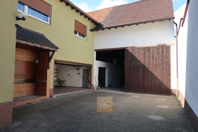 Großes Wohnhaus (ca180m²) + Hofgrundstück mit Scheune und Garten. Viel Platz für Familien oder Handwerker!