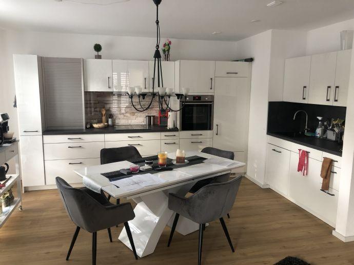 Schöne 3 Zimmer Wohnung mit schöner Aussicht zum Park (Unverbaubar) Stadtmitte, ein Stellplatz dir
