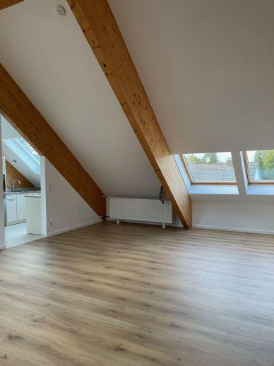 Helle Dachgeschosswohnung mit außergewöhnlicher Raumhöhe -