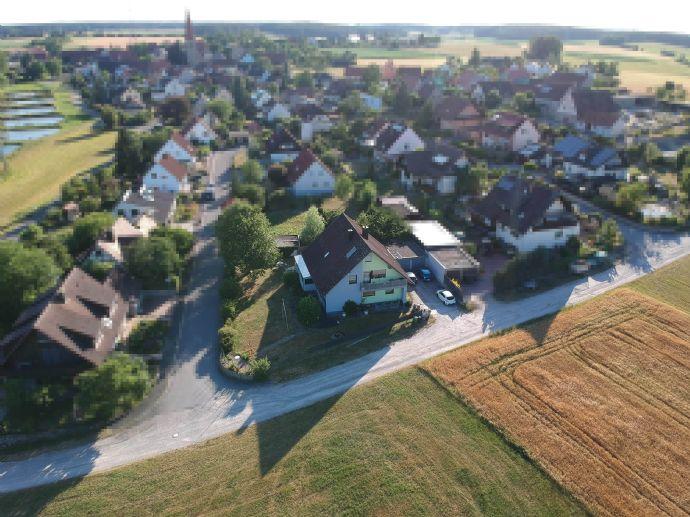 Gepflegtes Mehrgenerationenhaus mit 9 Zimmern in Fürth (Kreis), freistehend am Ortsrand von Kirchfarrnbach OHNE MAKLER