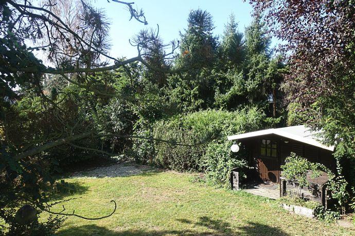Sonnige 5-Zimmer-Wohnung mit 2 Bädern, Garage und eigenem Garten!