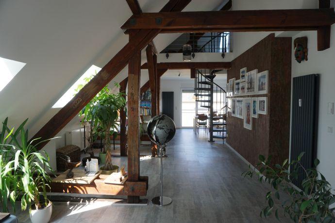 Möbliertes Urban Loft ab September für 3 Monate zu vermieten