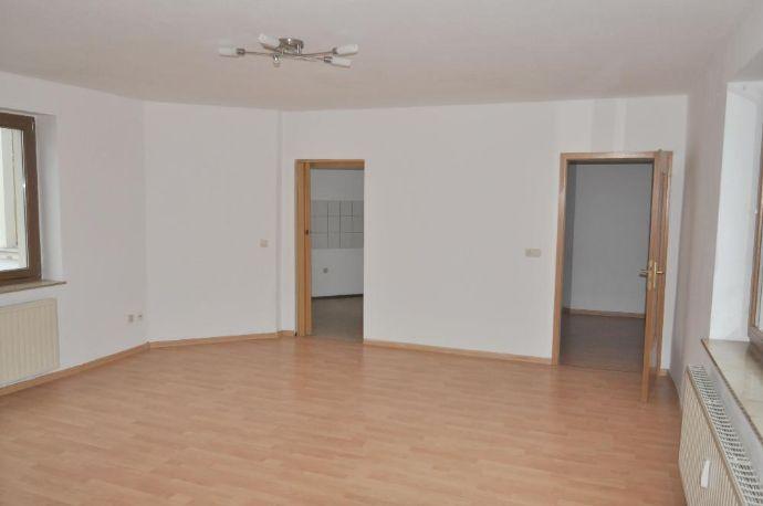 Superschöne, große 2-Raum-Wohnung mitten im Zentrum von Plauen