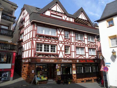 *Cochem / Mosel !! Etabliertes und Top- gepflegtes Gästehaus mit Wohnung, Ladengeschäft, Cafe/Restaurant und Nebengebäuden in der Altstadt !!*