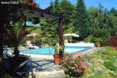 der Poolbereich des zu verkaufenden Landhauses bei
