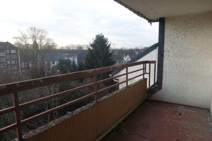 Schöne renovierte 2 Raum Wohnung mit Balkon