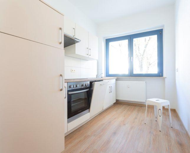 Neustadt-Neuschönefeld: letzte 3-Zimmer-Wohnung mit Aufzug und neuer Einbauküche - Inkl. Weihnachtsgutschein in Höhe von 300 EUR !