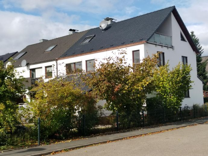 Hochwertig renoviertes Reihenendhaus mit viel Platz in ruhiger Lage (Erlangen-Eltersdorf) zur Erstmiete