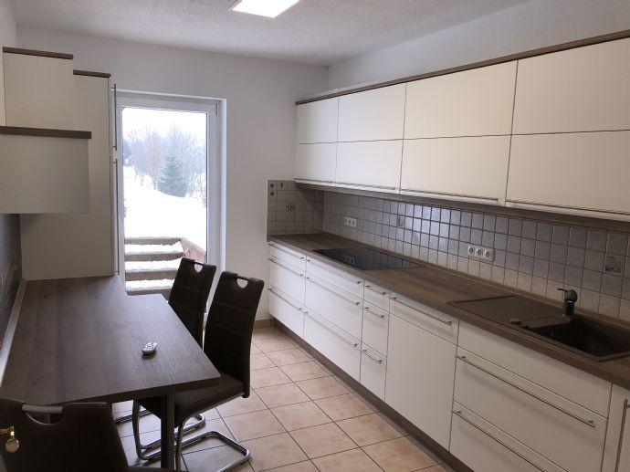 Moderne 3-Raum Wohnung mit Küche