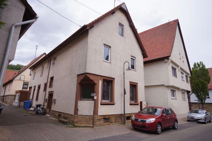 Sanierungsbedürftiges Dreifamilienhaus im Ortskern von Pfaffenhofen zu verkaufen!