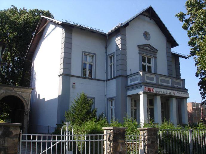 Villa mit Nebengebäude und Bebauungsreserve in Pankow-Niederschönhausen