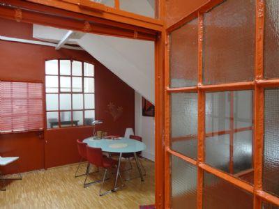 die au ergew hnlich sanierte wohnung im loftgeb ude ruhig gelegen loft frankfurt 2b2bf4r. Black Bedroom Furniture Sets. Home Design Ideas