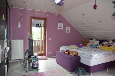 Schlafzimmer mit Zugang zu Balkon u. Terrasse (DG)