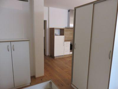 luxus 1 zi apartment in topsaniertem mehrfamilienhaus. Black Bedroom Furniture Sets. Home Design Ideas