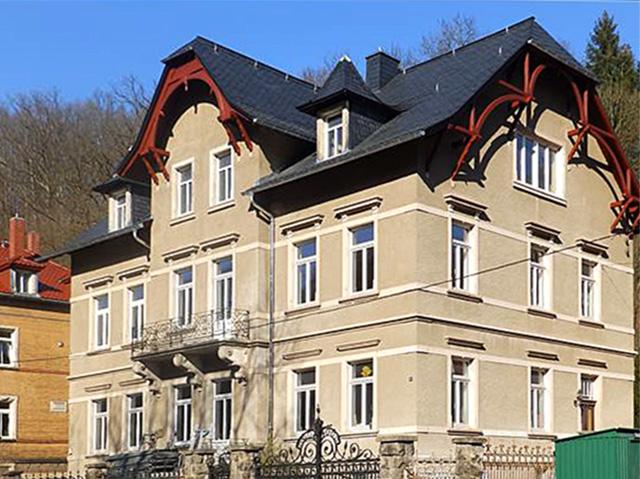 Familie willkommen! Großzügige 5-Zimmer-Wohnung mit Balkon und Kamin!