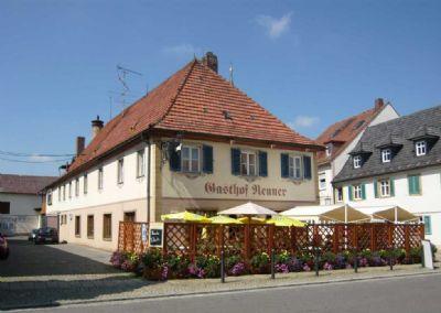 Traditionelles Gasthaus & Nebengebäude