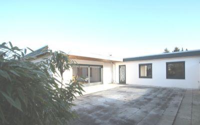 Die Terrasse bietet 80 m² Fläche