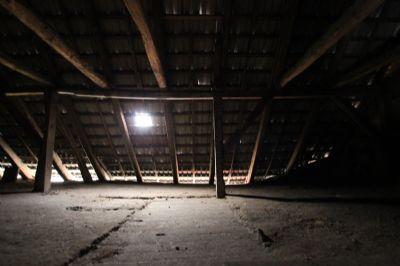 Blick auf den Dachboden