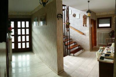 Flur mit Mahagoni-Treppe