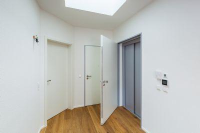 Wohnungseingang / Lift