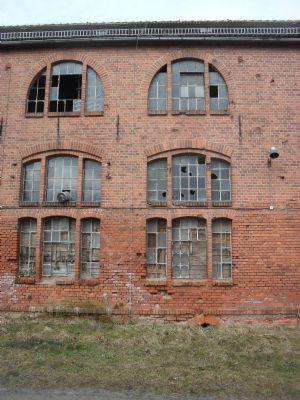 Fensterausschnitt Werkhalle